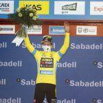 Roglic irabaziz hasi da eta Itzulia 2021eko lehen liderra da